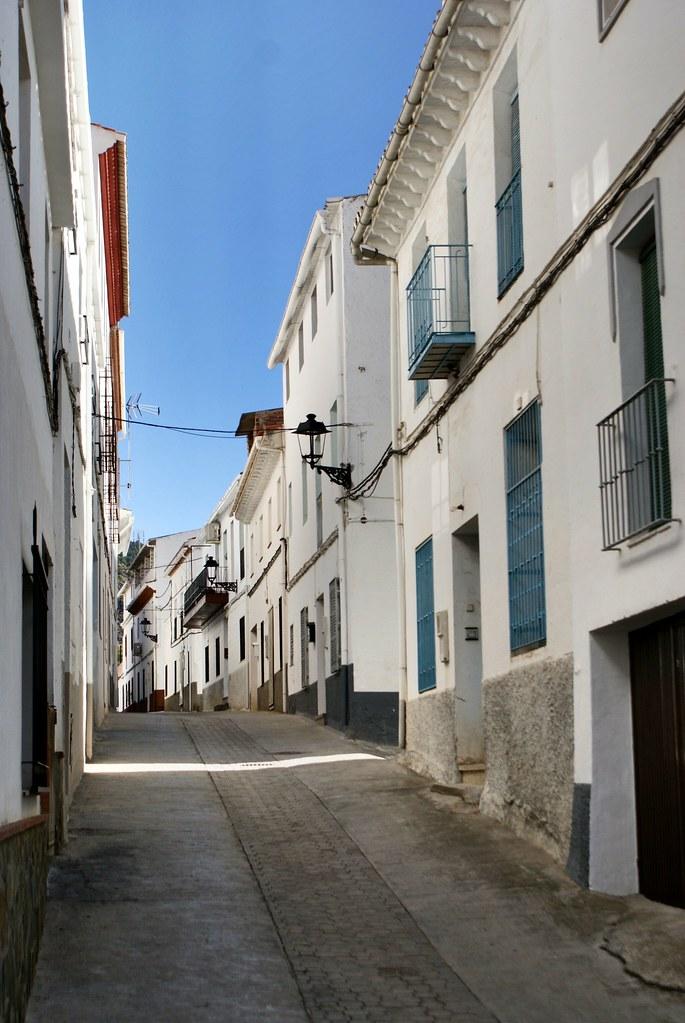 Dans le village de Nigüelas à la recherche d'un jardin Muller alors fermé au public.