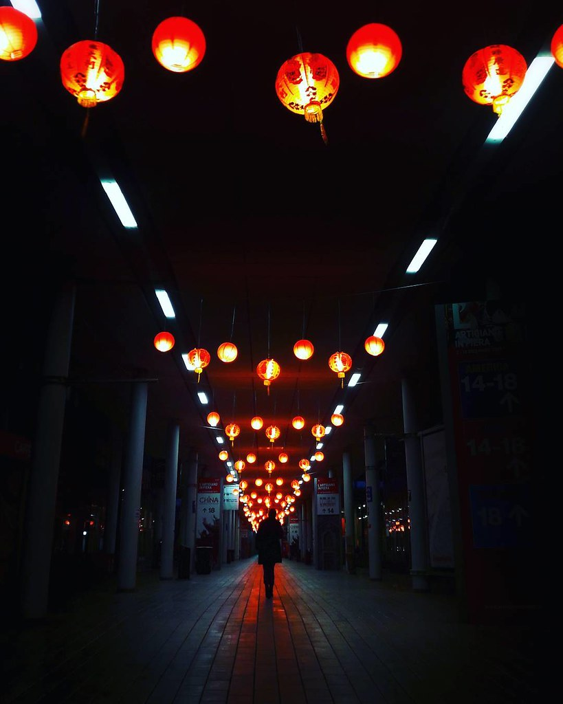 China in fiera #fieramilano #China #lantern #lights #red #af2017 #artigianoinfiera #Milano #igers #igersitalia #igersmilano #dark #night #photooftheday #picoftheday #awesome #road #path #walking #followme #instagood