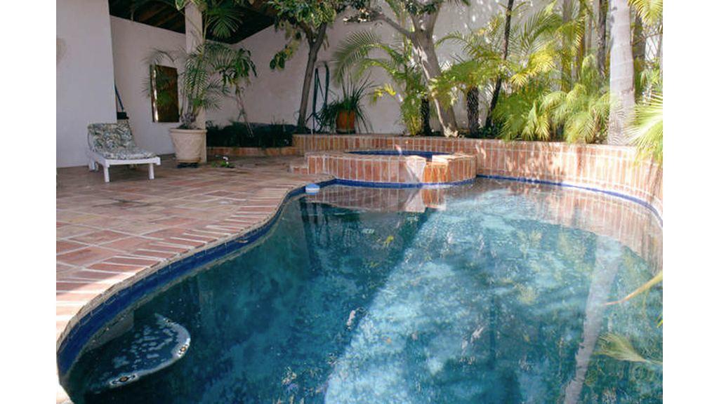 7825 Hillside Ave,Los Angeles,California 90046,4 Bedrooms Bedrooms,3 BathroomsBathrooms,Apartment,Hillside Ave,6525