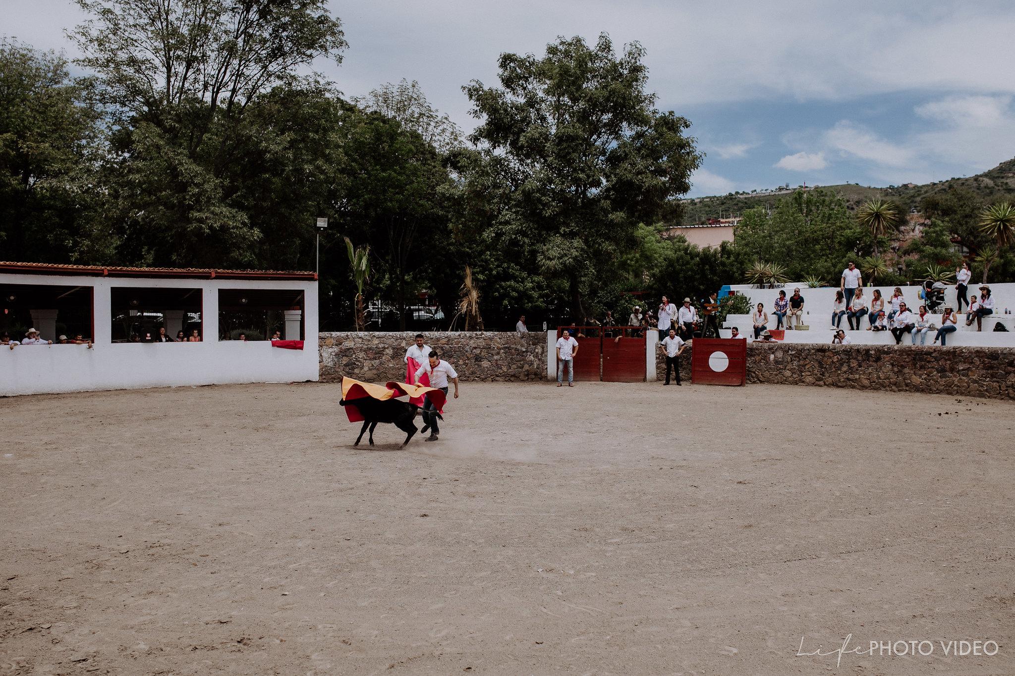 SanMigueldeAllende_Wedding_Callejoneada_Vaquillada_0032