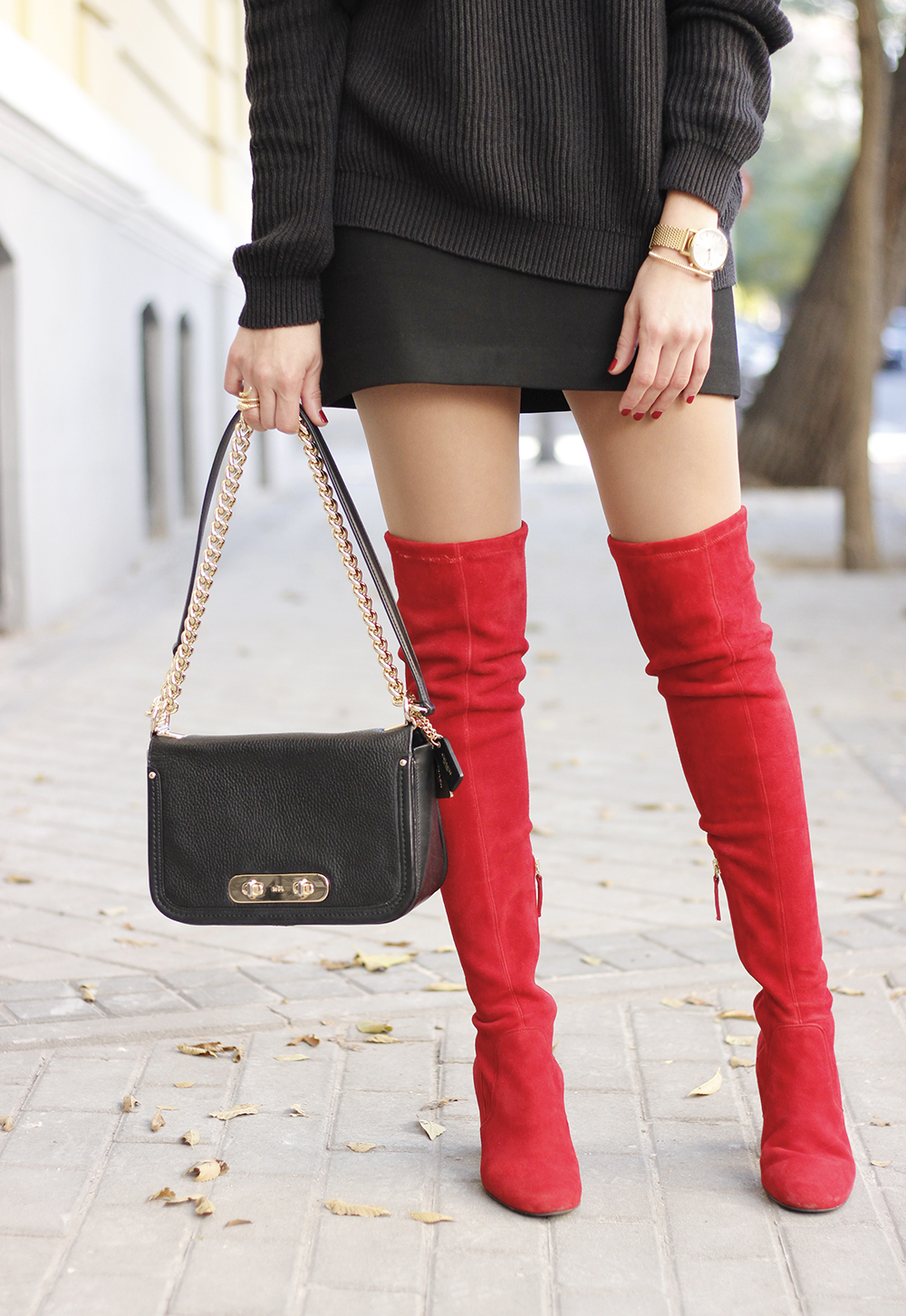 black outfit red over the knee boots uterqüe coach bag fall outfit fashion style14