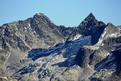 Zoom sur le Rocher Blanc et la Pyramide