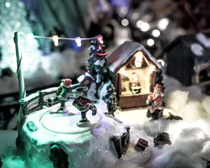 Loviisan Wanhat joulutalot talo nro 19 Kimmon joulumaa Kimmo Lonka luistelevat tontut_
