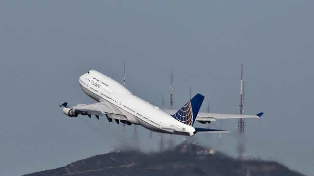 085A2314 United 747-422 N118UA at KSFO.