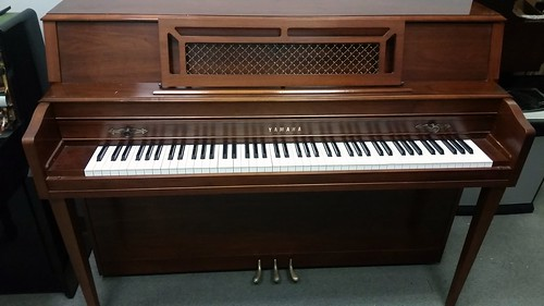 Yamaha console piano  mahogany