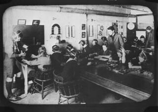 Boy Scouts learning wireless telegraphy at the Canadian Marconi Company's school, William St., Montréal, Quebec / Scouts apprenant la télégraphie sans fil à l'école canadienne de la compagnie Marconi, rue William, Montréal (Québec)