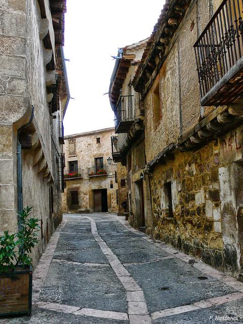 Calle. Pedraza (Segovia), Panasonic DMC-FZ30
