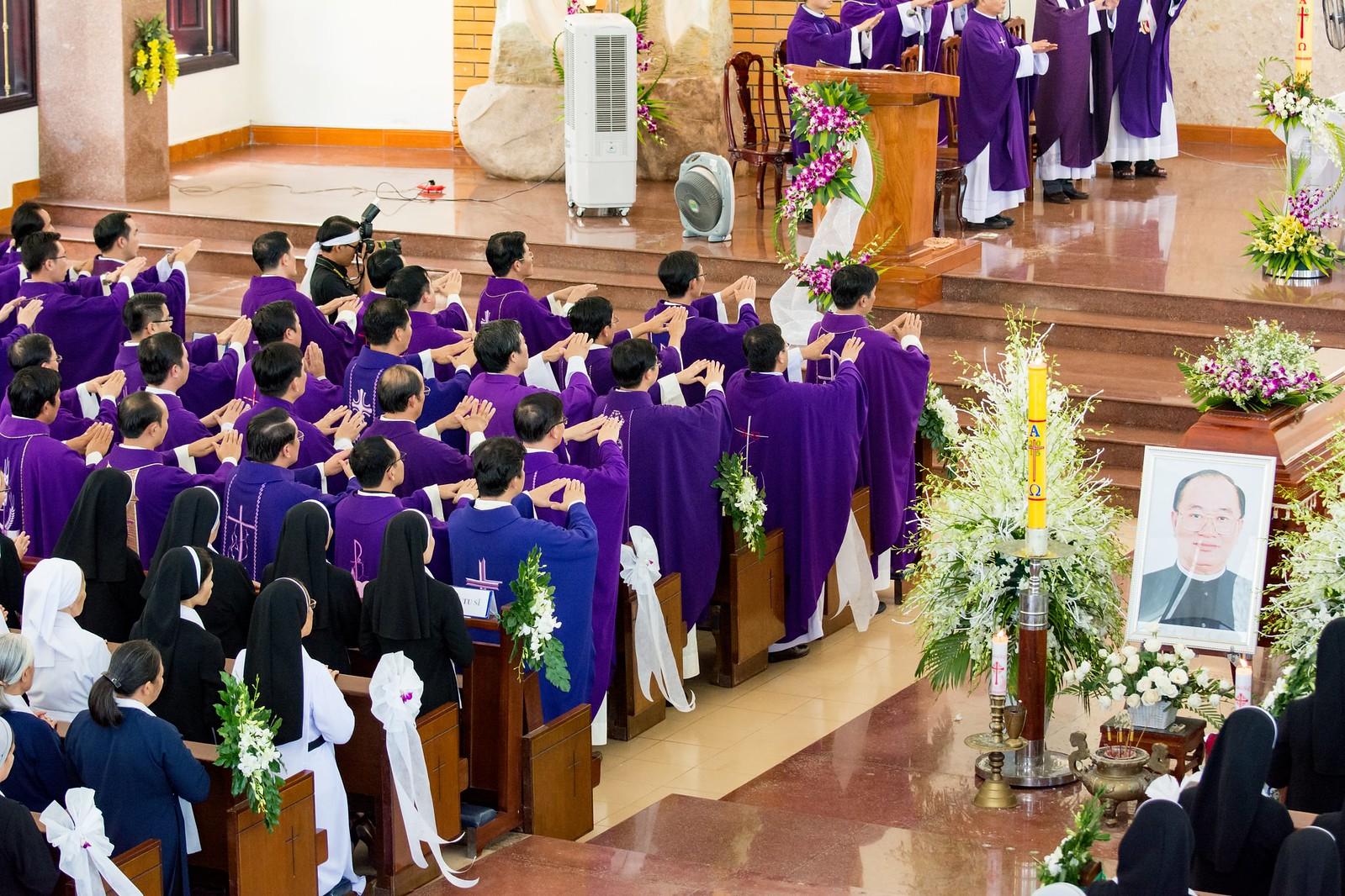 GP Bà Rịa: Thánh lễ an táng Cha Cố Phêrô Nguyễn Văn Giản