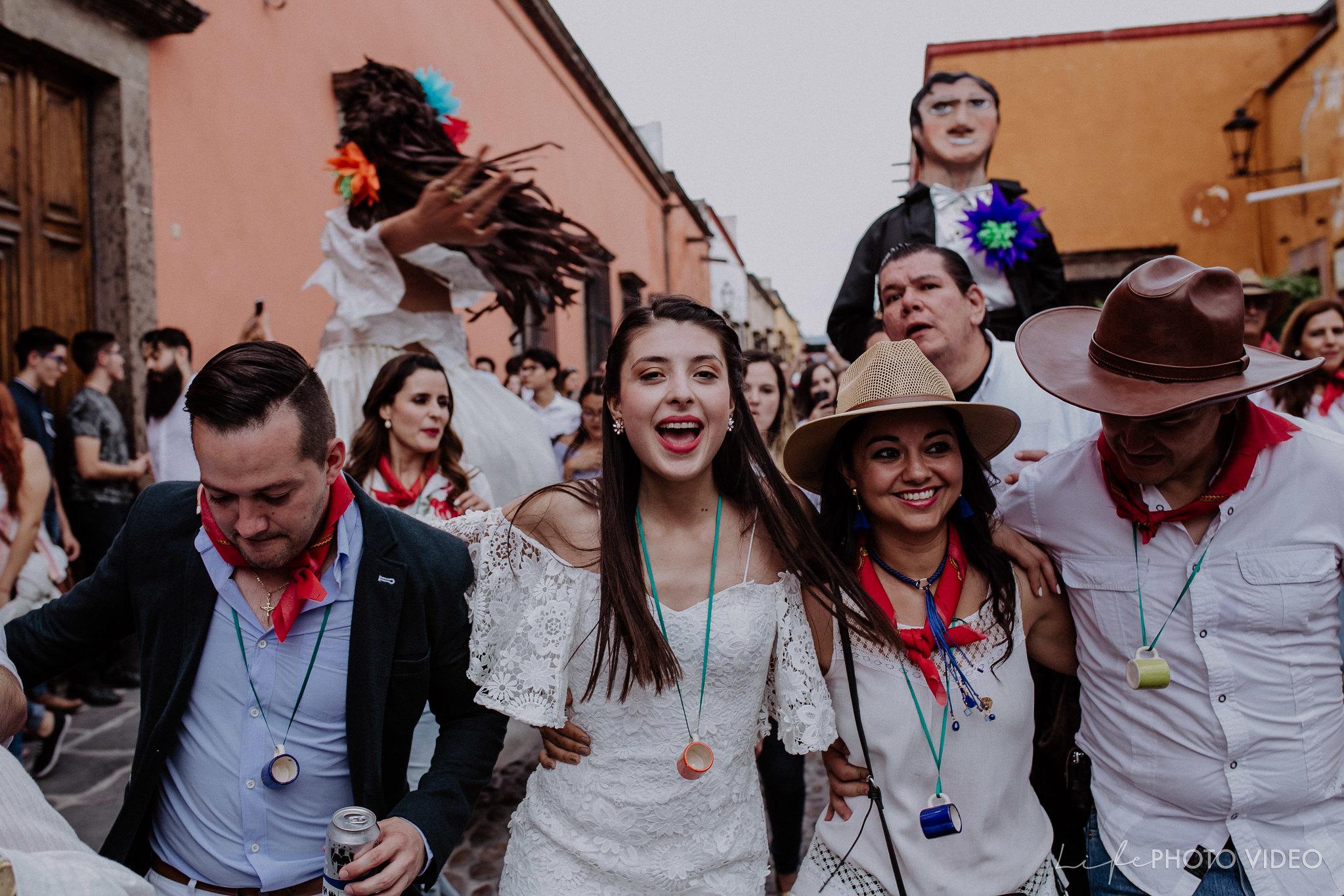 SanMigueldeAllende_Wedding_Callejoneada_Vaquillada_0074