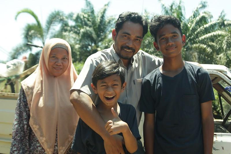 Para Pelakon Di Sebalik Filem Tv Berjudul Luar Biasa Yang Diarahkan Oleh Tunku Mona Riza