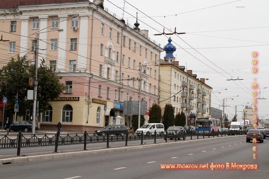 Город Калуга с фотоаппаратом прогулки туристов