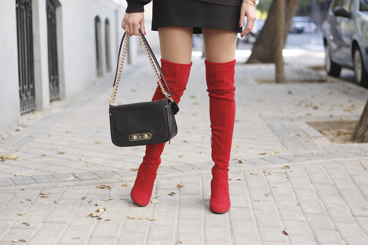 black outfit red over the knee boots uterqüe coach bag fall outfit fashion style15