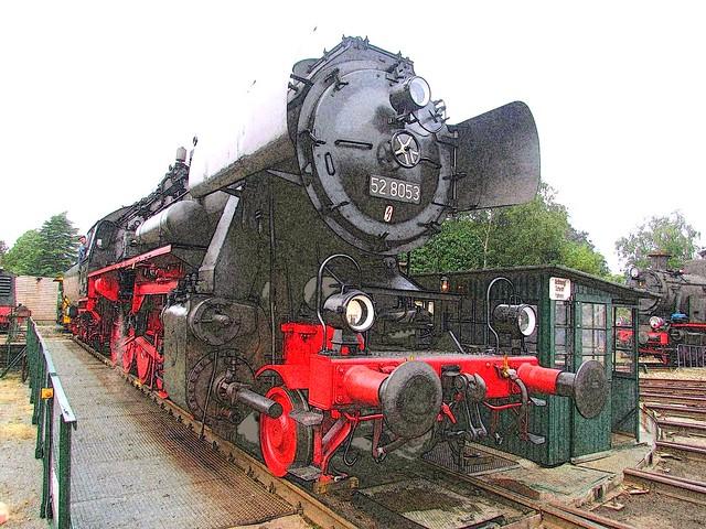 Stoomloc VSM 52 8053 is net gedraaid op de draaischijf van depot Beekbergen.