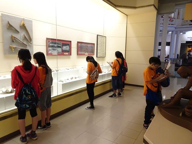 Học sinh khối 6 tham quan và học tập tại Bảo tàng lịch sử Việt Nam