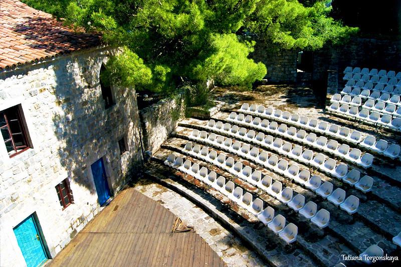 Вид на амфитеатр в Старом Баре