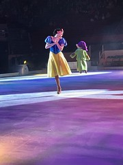 Snow White & Dopey - Disney On Ice: Follow Your Heart