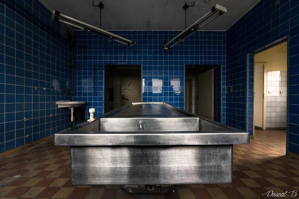 La petite salle d'autopsie bleue 38152194192_83474d5527_b