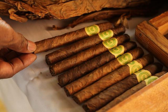 Visita Sorpresa a Productores de Tabaco en MOCA