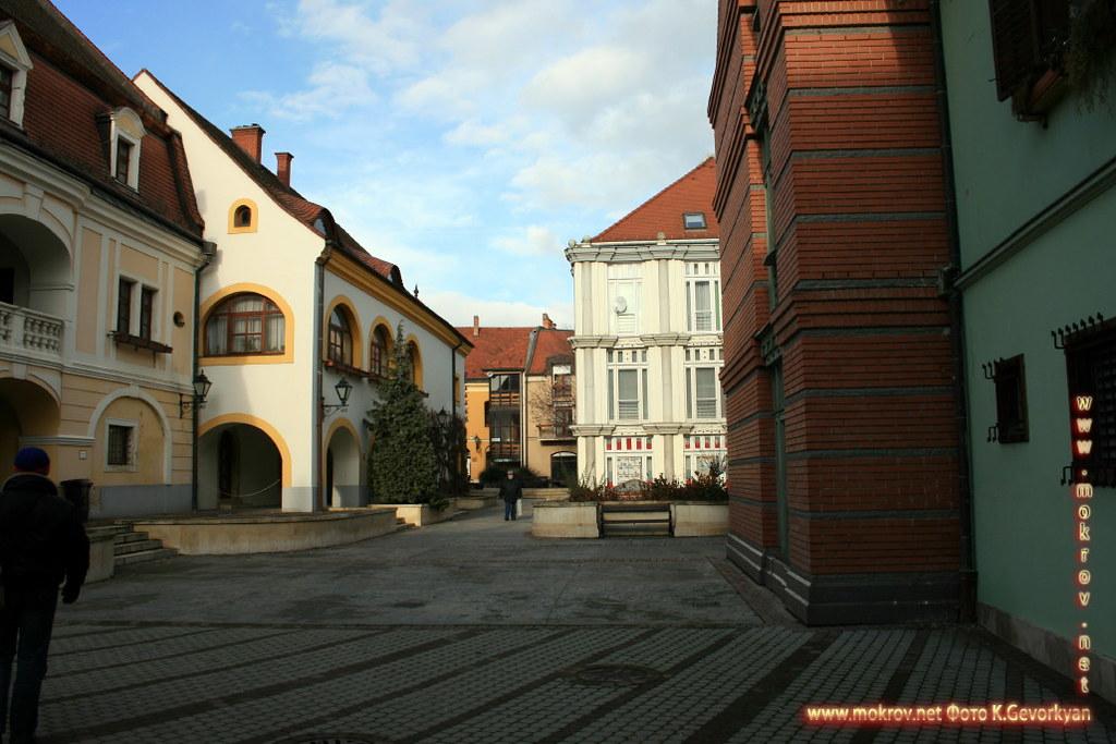 Секешфехервар — город в Венгрии с фотокамерой прогулки туристов