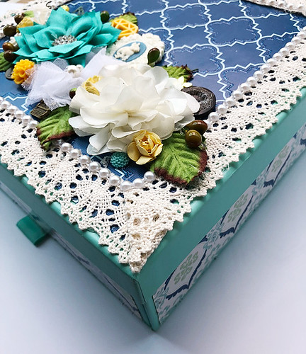 Fun-colour-combo-on-an-upcycled-mooncake-box