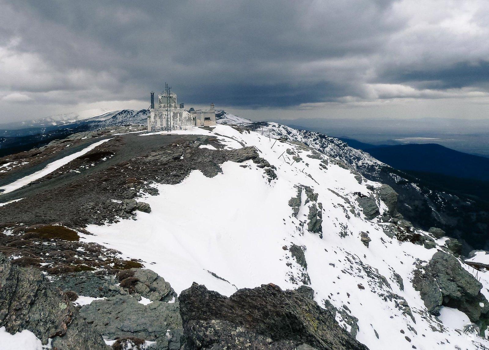 Aspecto de la cumbre y el temporal que se acerca