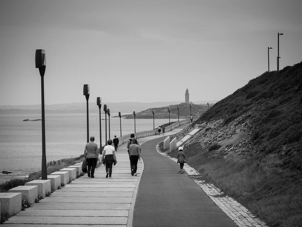 Paseos familiares. #blackandwhite #b&w #Coruña #olympus #photography #torredehercules #olympusomd #blancoynegro #walk #paseo