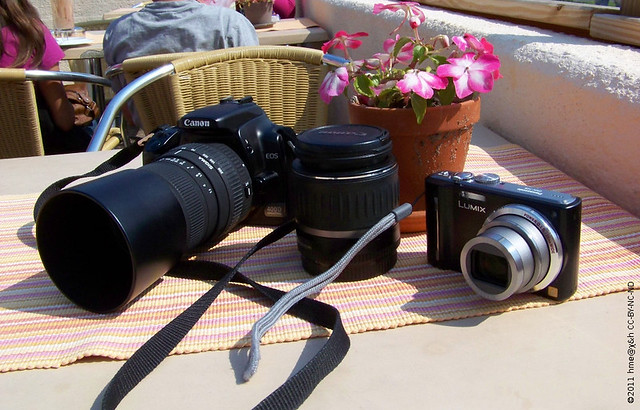 dSLR and travel zoom compact