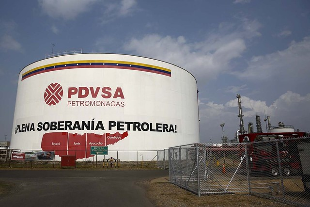 Petroleira venezuelana estava sob ataque dos EUA, afirma Maduro