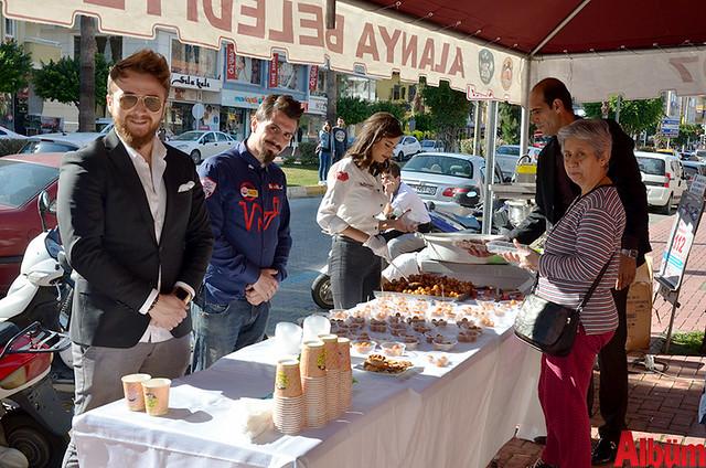 Etkinlikte katılımcılara lokma tatlısı dağıtıldı.