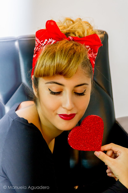 Deja que el amor traspase todos tus sentidos ❤️  #pinup #pinupgirl #2016 #málaga #andalucía #españa #spain #sesióndefotos #photoshoot #retrato #portrait #corazón #heart #amor #love #mujer #woman #sofá #couch #shoot #shooting #photoshoot #fotografíad