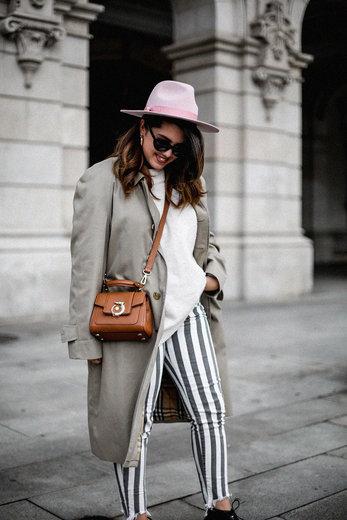 pantalones-de-rayas-pull&bear-streetstyle-lovy-bag-trussardi