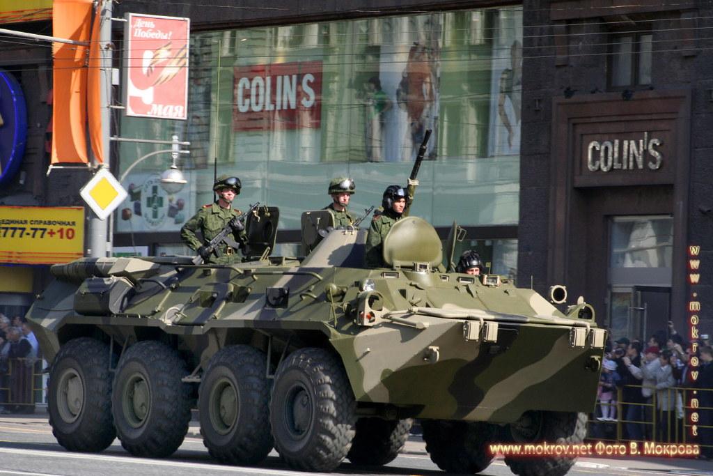 Военный парад 9 мая 2008 г. в Москве прогулки туристов с фотокамерой