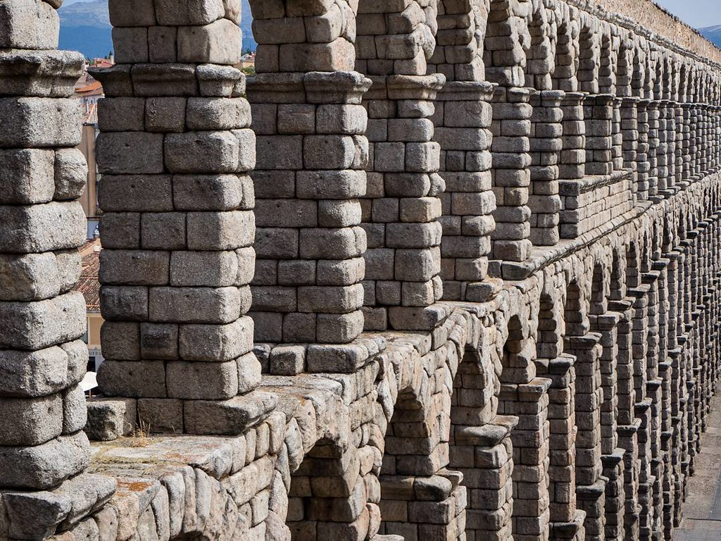Piedra sobre piedra. #Segovia #acueductodesegovia #summer2017 #travelphoto #olympusomd10markii #Olympus #photography #stones #architecture