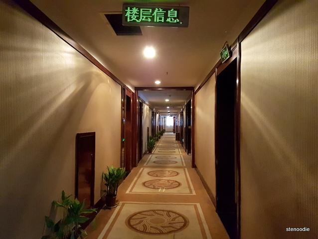 Fengting International Hotel hallway