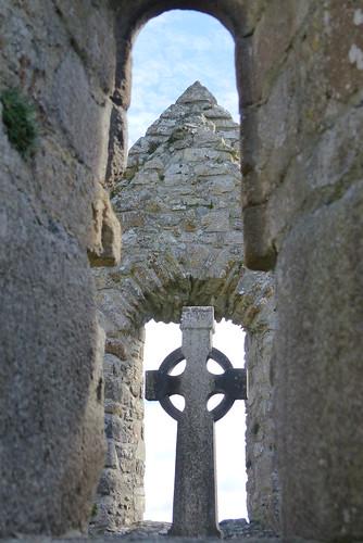 irland ireland èire countyoffaly clonmacnoise kloster monastery kreuz cross kirche church landschaft landscape natur nature ivlys