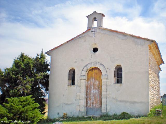 Una delle chiesette in mezzo ai campi di lavanda