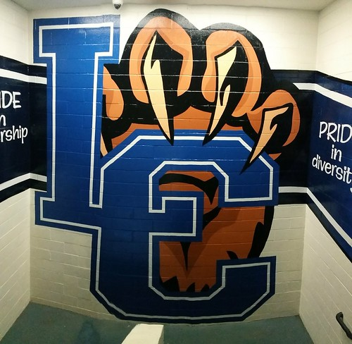Los Cerritos Middle School - stairwell mural, center