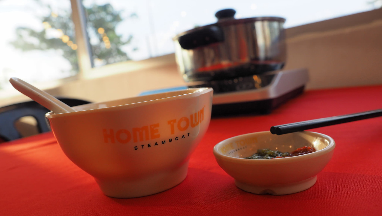 The bowl, the chili sauce and the pot for steamboat