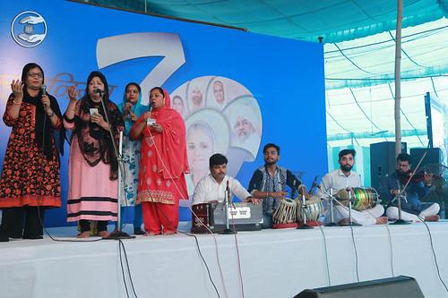 Devotional song by Deepti and Saathi from Mumbai, Maharashtra