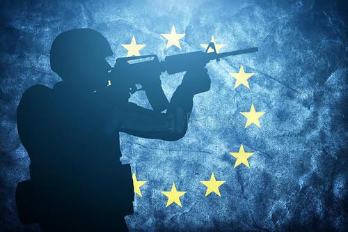 soldado-na-bandeira-da-união-europeia