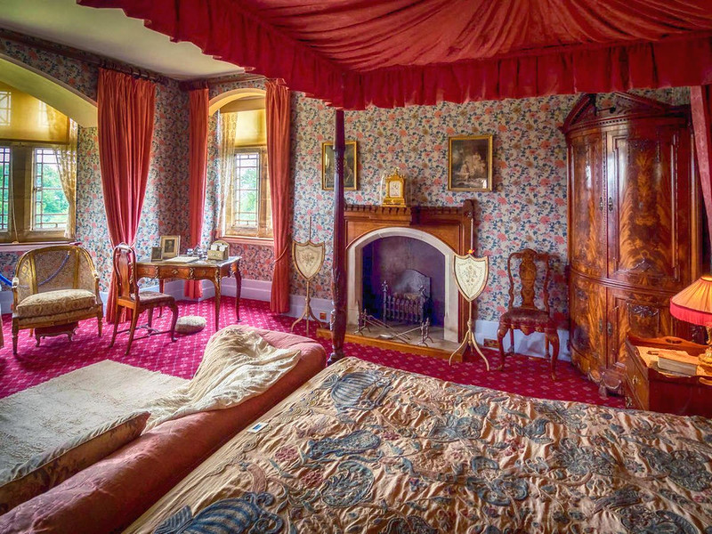 Knightshayes Court Bedroom, Devon. Credit Bob Radlinski, flickr