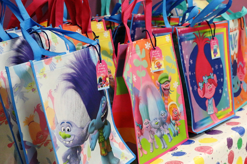 trolls-poppy-party-goodie-bags-favors-2
