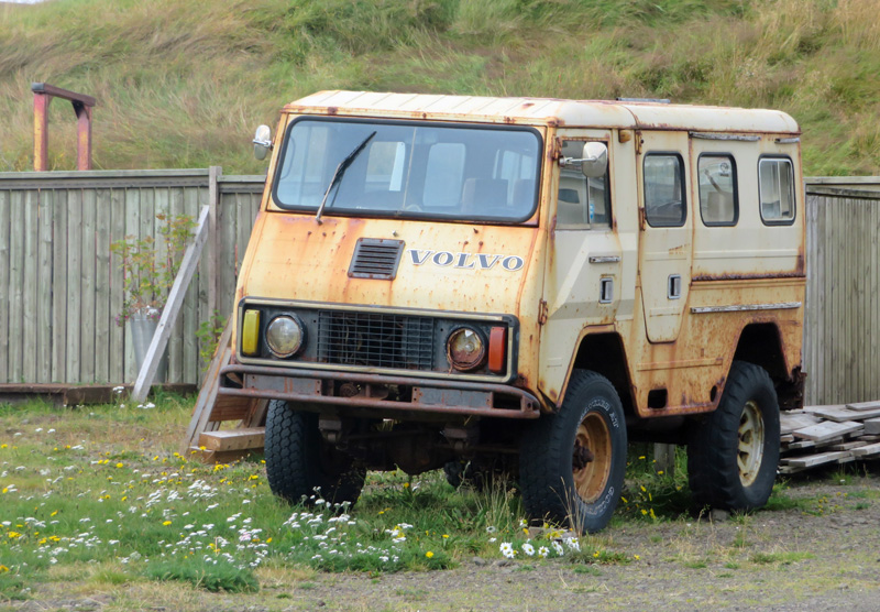 rusted-volvo