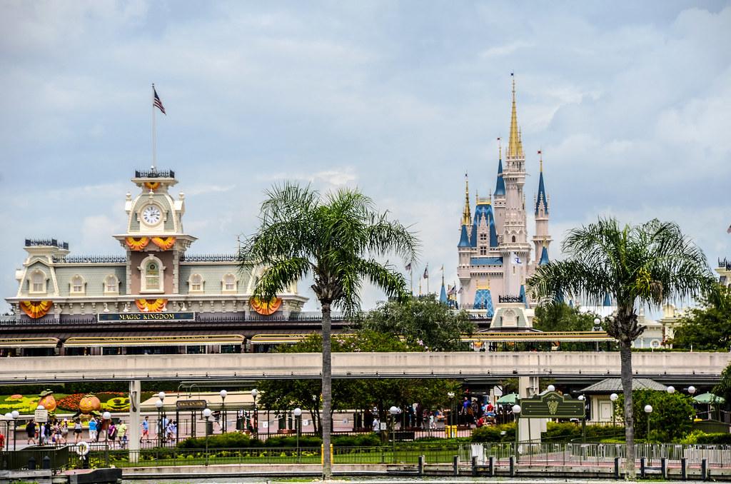 palm trees castle MK entrance