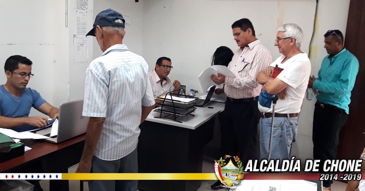 Alcaldía de Chone y MAG continúan legalizando tierras