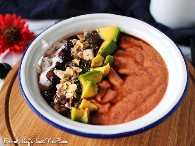avocado-cranberry-smoothie-bowl-(3)