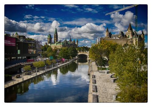 eos760d ottobre2016 canada canadá ottawa rideaucanal parliamenthill fairmontchâteaulaurier sundaylights landscape cielo sky clouds cityscape