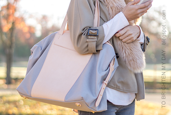 faux fur scarf, camel trench cape, light pink sweater, gray skinny jeans, beige and gray tote bag