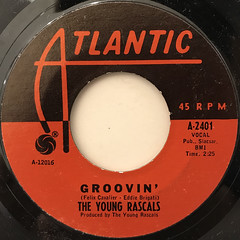THE YOUNG RASCALS:GROOVIN'(LABEL SIDE-A)