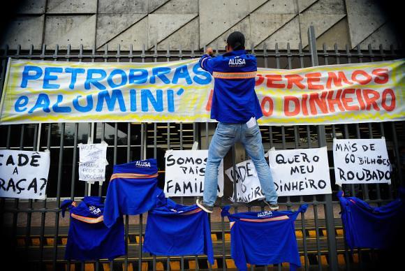 Em 2015, os trabalhadores do Comperj já realizavam manifestações contra o atraso dos pagamentos das indenizações - Créditos: Tânia  Rêgo/ABr